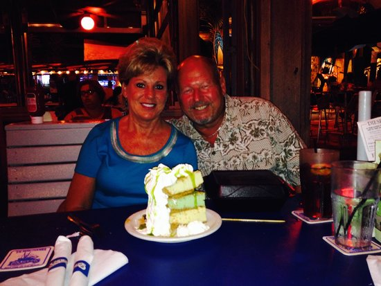 Flounder's Chowder House: The TRIPLE STACKED KEY LIME PIE!