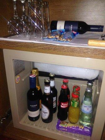 Karma Bavaria: Minibar in room