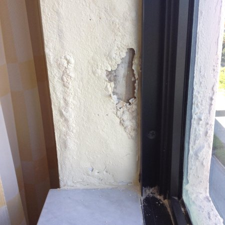 Renaissance Fort Lauderdale Cruise Port Hotel: Hole in Wall