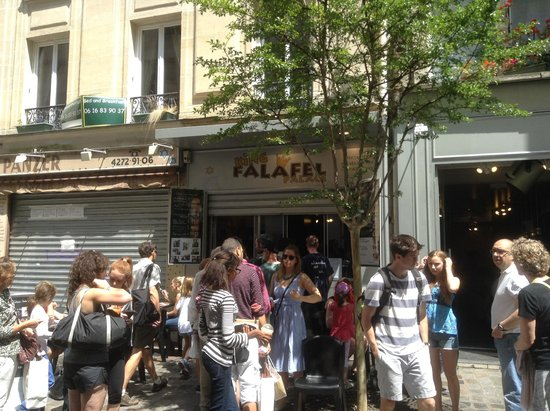 King Falafel Palace : The crowds came