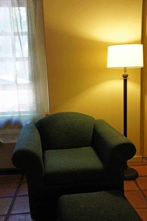 Abiquiu Inn: Comfortable reading chair and lamp