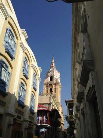 St. Catherine of Alexandria Cathedral: desde calle de Ayos