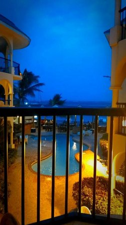 SunBreeze Suites: Night view