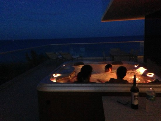 Grand Beach Hotel Surfside: King Ocean Front Jacuzzi Suite