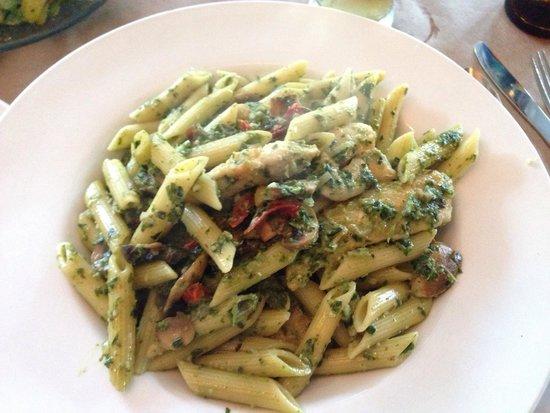 Everyday People Cafe: Chicken pesto pasta