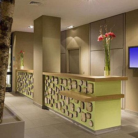 Hotel Les Aiglons Resort & Spa: Hotel Lobby - Front Desk