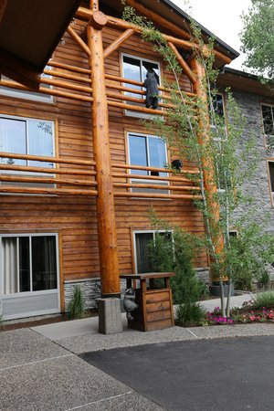 The Lodge at Jackson Hole: Wood carvings
