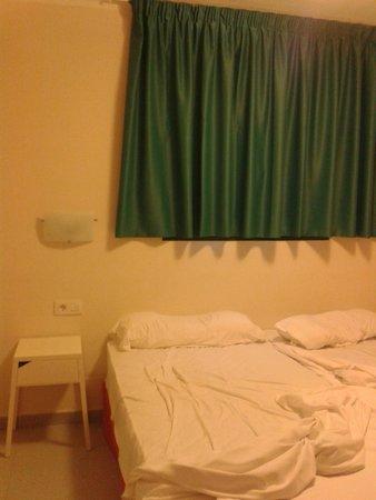 Gloria Izaro Club Hotel: entra toda la luz por debajo de la cortina(es demasiado corta)