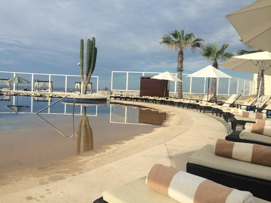 Pueblo Bonito Pacifica Golf & Spa Resort: Pool area looking out to the beach and ocean