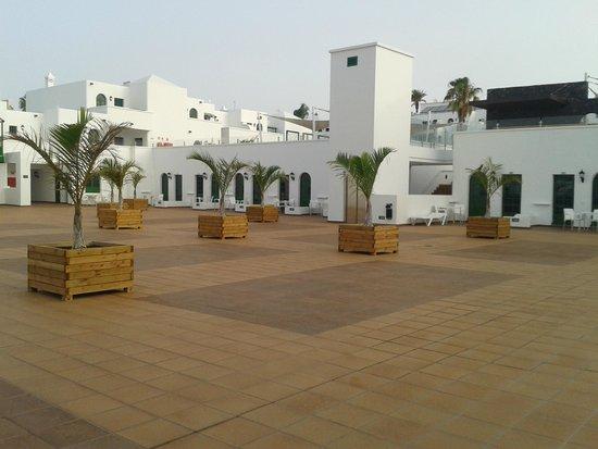 Gloria Izaro Club Hotel: patio exterior que da acceso a las habitaciones( muy bonito)