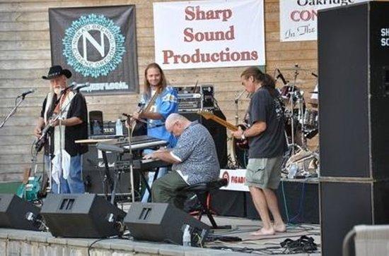 Bluewolf Motel: Local Area Attraction: Oakridge Concerts In The Park