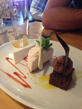 Knightor Winery and Restaurant: Yummy sharing platter, pink lemonade cheesecake was the favourite ��