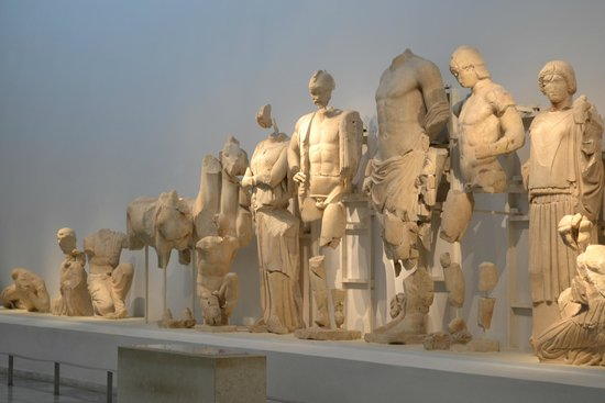 Archaeological Museum at Ancient Olympia: Escultura exposta no Museu