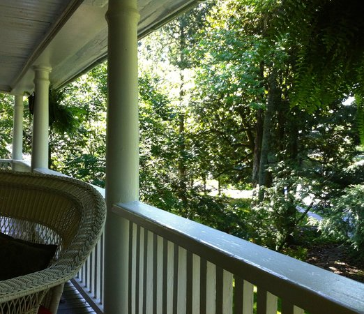 The Red House Inn Brevard: Taylor-Epworth suite private balcony