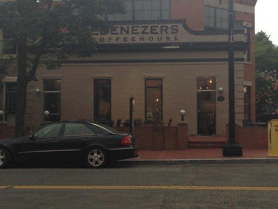 Ebenezers Coffeehouse: View of Ebenezers from Toscana Restaurant
