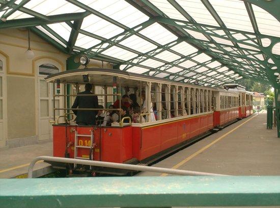 Hotel Roma e Rocca Cavour: met het rode treintje naar de basiliek di Superga