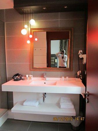 Mercure Lyon Centre - Gare Part Dieu : Bathroom