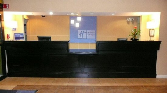 Holiday Inn Express Canton: Front Desk