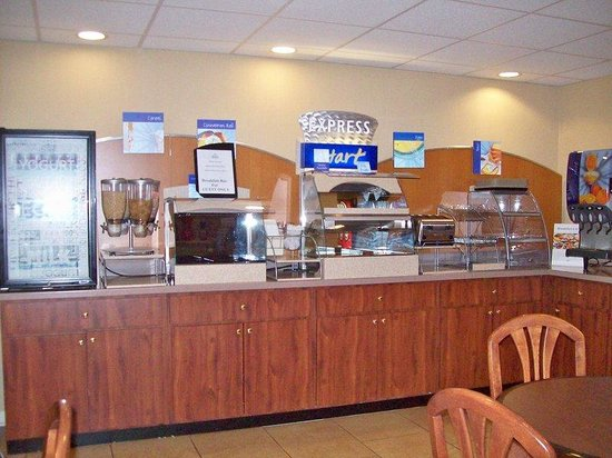 Holiday Inn Express Canton: Breakfast Bar