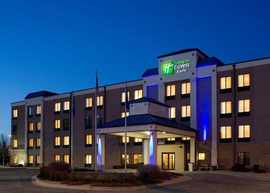 Holiday Inn Express Minneapolis-Minnetonka: Night Exterior View