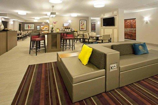 Holiday Inn Express Minneapolis-Minnetonka: Entrance