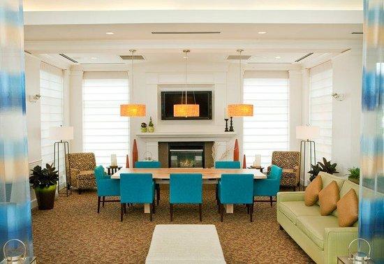 Hilton Garden Inn Portland Airport: Lobby Fireplace & Common Table