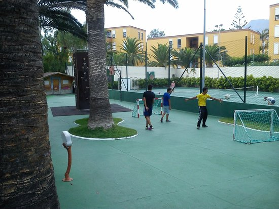 TRYP Tenerife : Many activities. Adults and kids.