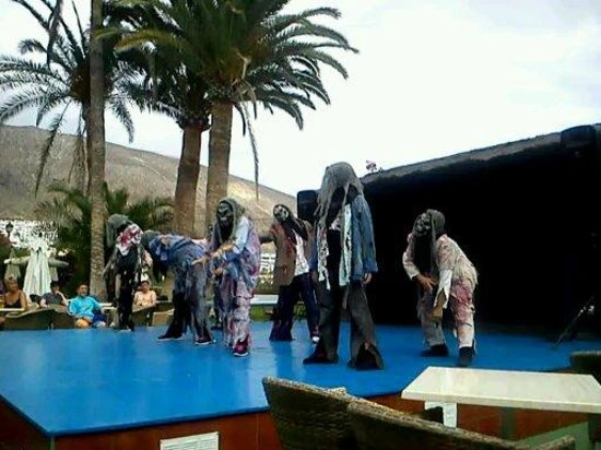 TRYP Tenerife : Professional entertainment. This was Michael Jackson show.