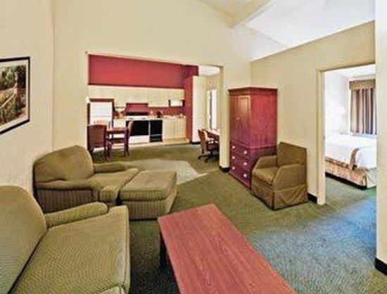 Hawthorn Suites by Wyndham Sacramento: 2 Bedroom Suite