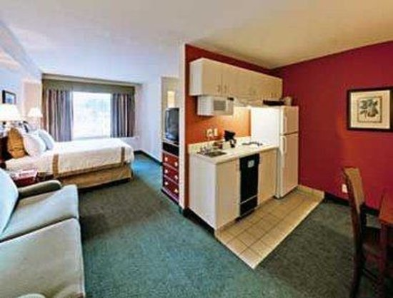 Hawthorn Suites by Wyndham Sacramento: King Bed Guest Room