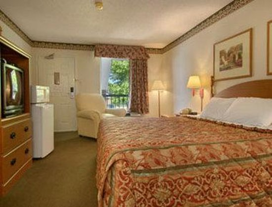 Days Inn & Suites Collierville Germantown Area : Standard King Bed Room