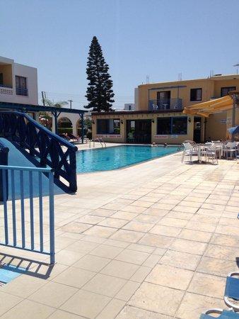 Kefalonitis Hotel Apts.: Poolside