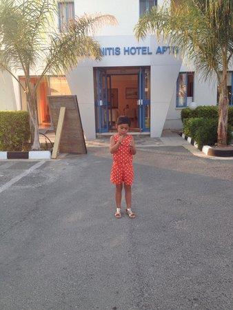 Kefalonitis Hotel Apts.: Hotel entrance