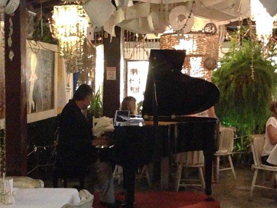 Domingos Restaurante (piano ao vivo)