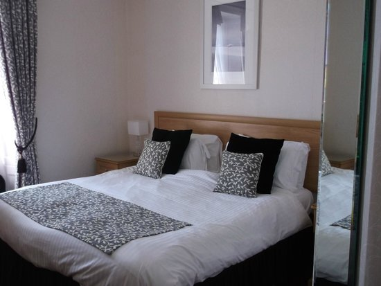 Warwick House: comfortable bed