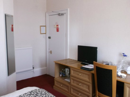 Warwick House: good room