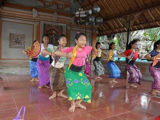 Puri Saren Palace: 踊りの練習