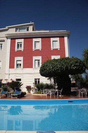 Hotel Villa Garden: villa Garden, hotel vu de la piscine