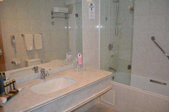 Hotel Regal Pacific: Banheiro