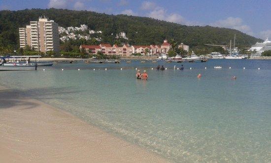 Ocho Rios Bay Beach : panorama