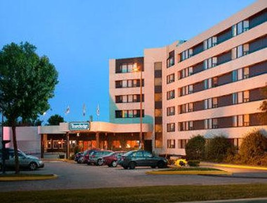Travelodge toronto east motel canada voir les tarifs for Trouver un motel