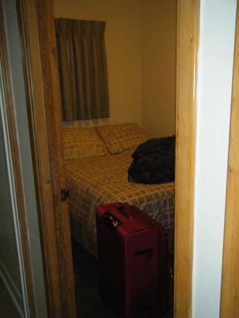 Strathcona Motel: Bedroom
