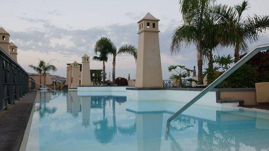 GF Gran Costa Adeje: Swimming pool on the last floor