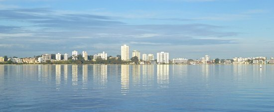 Swan River : Morning reflections