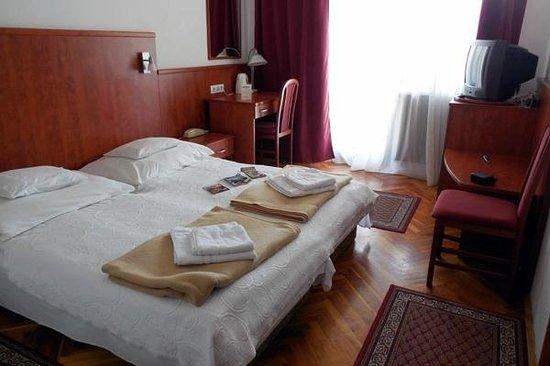 Hotel Pension Helios: Room