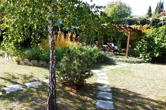 Hotel Pension Helios: Backyard