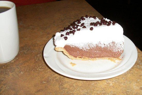 Green Leaf Restaurant : Perpetual favorite Chocolate Cream Pie