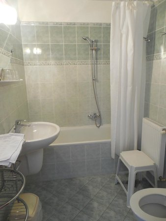 Hotel Pension Helios : Bathroom