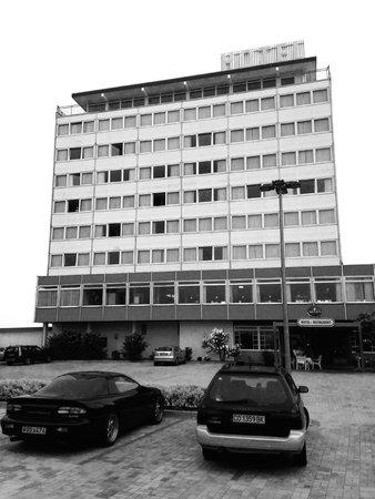 Hotel Dania: Bleak.