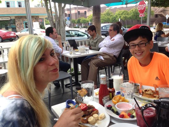 The Cottage La Jolla: Jasmine & Joseph enjoy the best breakfast in Southern California. :)